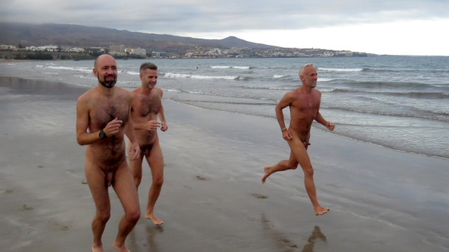 3 Naked runners start off on a 4k sunset run